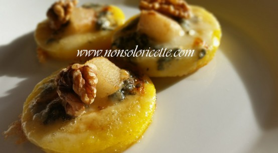 ricetta dischetti di polenta con pera gorgonzola e noci