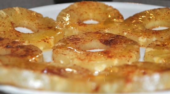 ricetta ananas alla piastra con miele e cannella