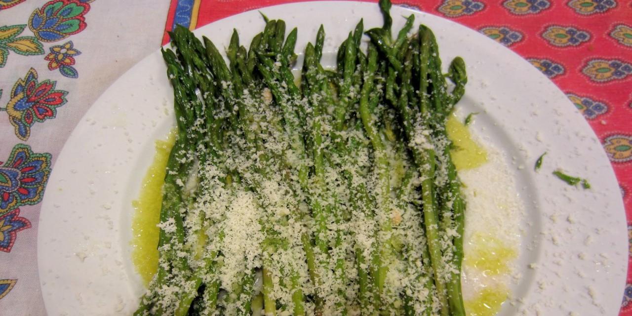 Asparagi con limone e parmigiano non solo ricette for Cucinare asparagi