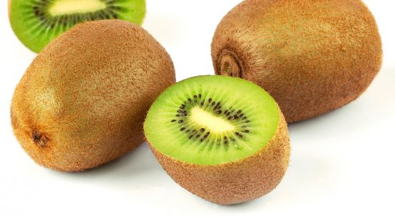 instalata di kiwi e cetrioli ricetta estiva